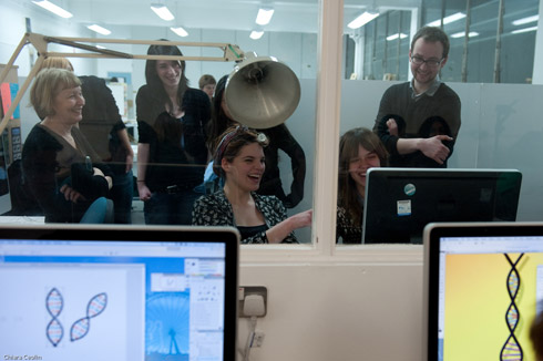 Photo: Chiara Ceolin and Joshua Dinsmore, Students and lecturers laughing during Computer Science exercise