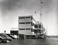 'Royal Corinthian Yacht Club'.