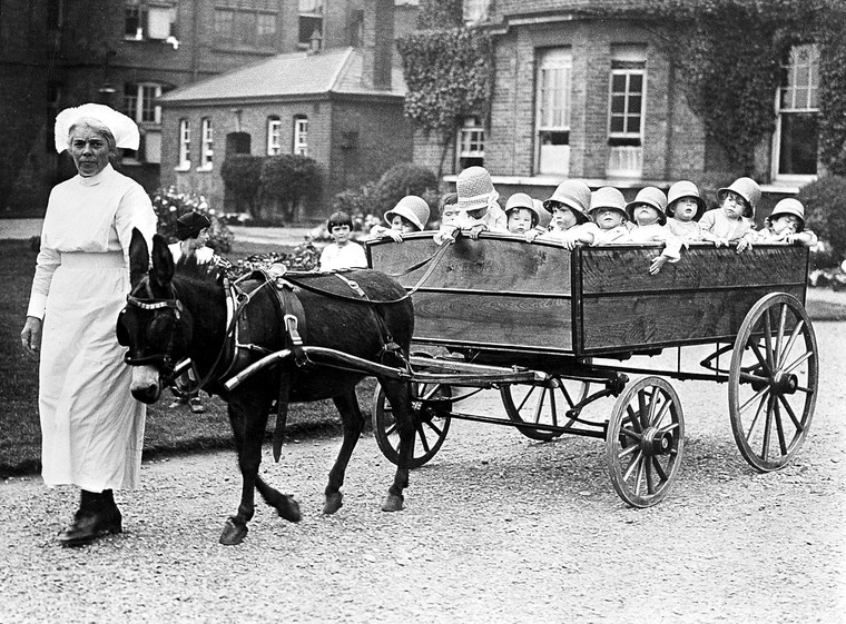 The-18-seater-pram,-Park-Royal-Hospital,-London,-1925.jpg