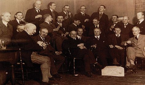 Brighton Arts Club members, including Charles Knight and Ginnett (second row, third figure from the right).