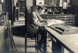artist and war veteran amputee at Brighton School of Art c.1920